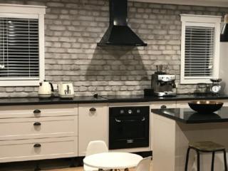 white loft brick wall kitchen - muros