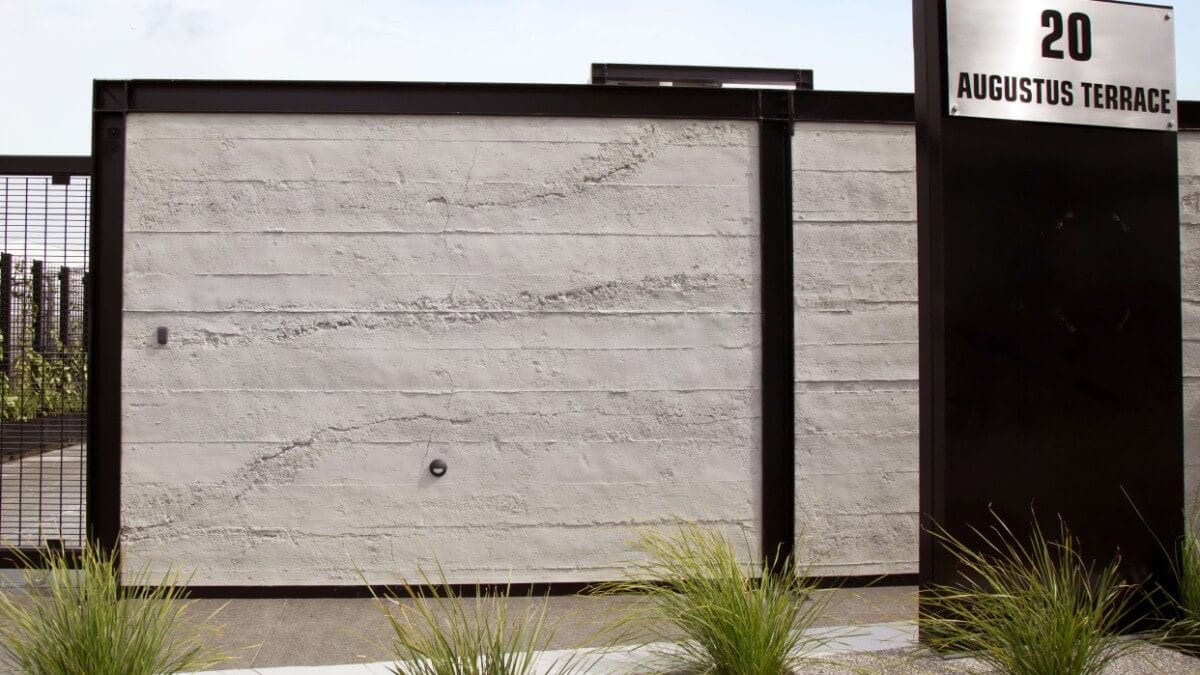 roughcast concrete wall for carpark - muros